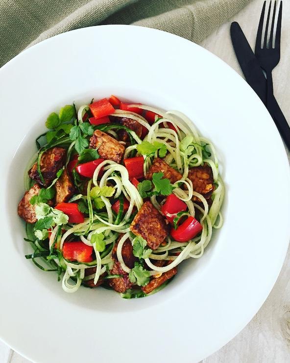 komkommer tempeh salade