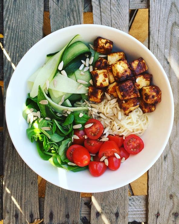 buddhabowl met krokante tofu.jpg