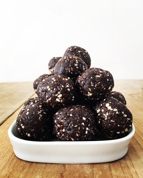 dadelballetjes met noten en cacao